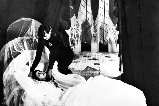 Psychiatrists somnambulists the influence of the cabinet of dr caligari on brian fuller s - The cabinet of dr caligari cesare ...